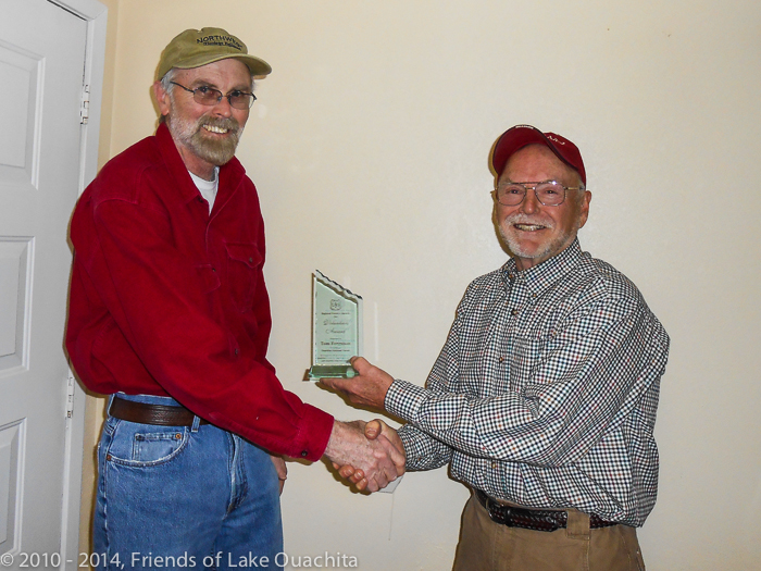 Mike Curran (right) presents the USFS 2012 Volunteer Organization of the Year Award to Tom Ferguson.
