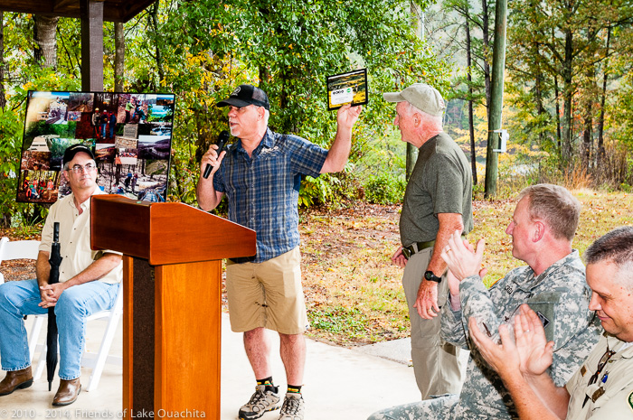 IMBA Regional Director Steve Schneider presents the IMBA EPIC Model Trail plaque to Traildog Jerry Shields during the October 28, 2014, LOViT Dedication Ceremony at the Avery Recreation Area below Blakely Mountain Dam.